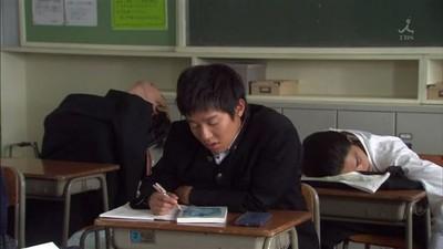 程式靠「眼球活動」抓課堂睡魔 大學教授跟監你回家