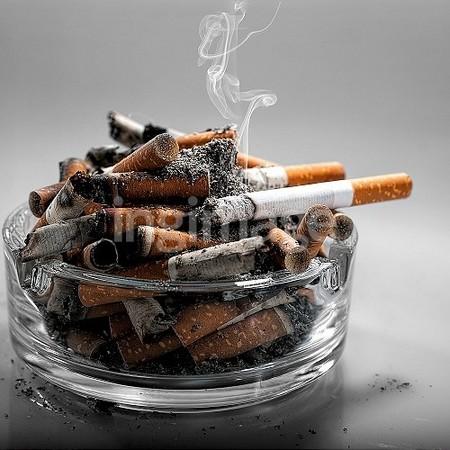 英國一對父母菸癮太重,導致2歲兒長期吸入二手菸。(圖/達志/示意圖)
