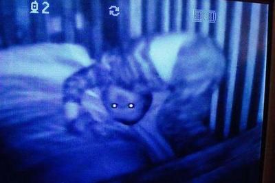 黑暗中的嬰兒監視器,是爸媽No.1恐懼