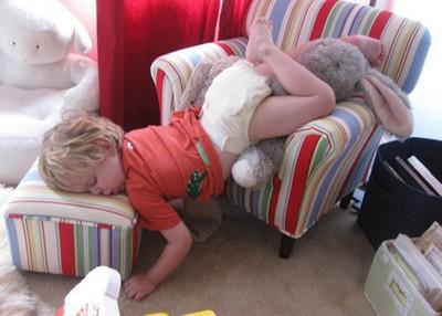 無處不睡的孩子們,因為人家正在長大嘛~