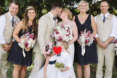 4歲蘿莉當婚禮花童,瞬間奪走小男孩初吻