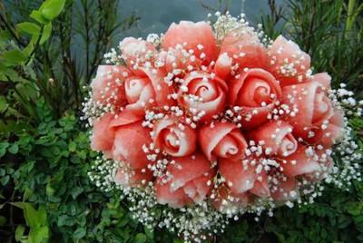 這束玫瑰怎會滴汁?呃竟然是西瓜來著