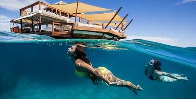 斐濟海上飄浮Bar!只想要一直飄啊飄~