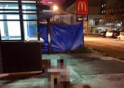 鑿壁偷光現代版,坐在麥當勞窗外讀書的小孩