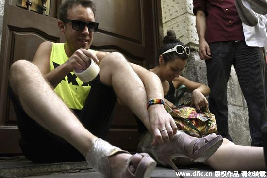 「高跟鞋賽跑」僅限男性 馬德里同志周超吸睛!
