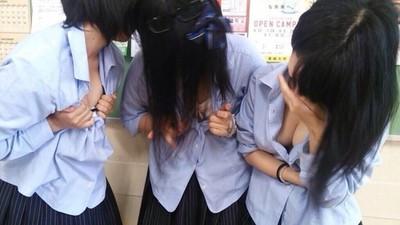 日本女高中生「擠奶Pose」,PO臉書保證百讚