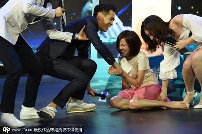 陳意涵公主抱180公分楊祐寧 當場跌坐地上大笑不止