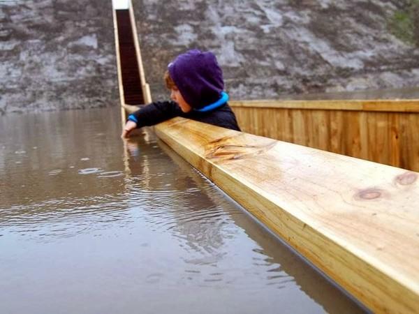 橋比水面還低?不是弄錯,是建築師的貼心設計