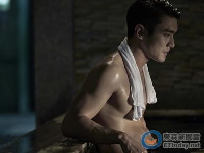 崔始源《破風》用白毛巾遮兩點 入浴戲大秀6塊腹肌