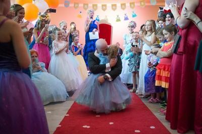 小女孩的倒數人生,父母為她預支二十年未來