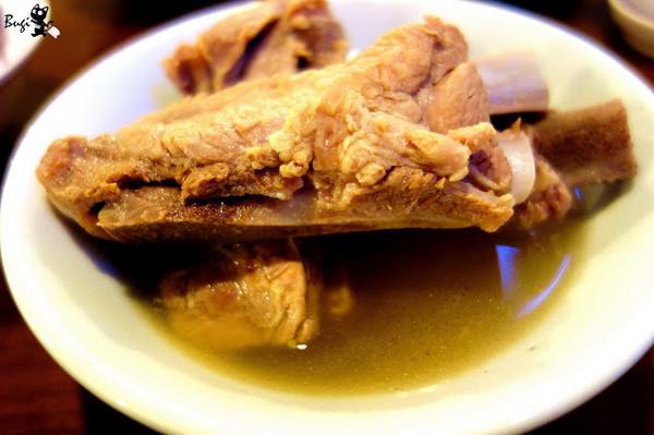 新加坡必吃!散發溫和胡椒味 連鎖名店「肉骨茶」
