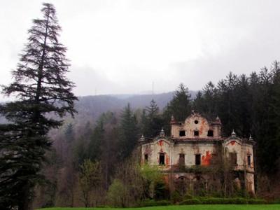 被死亡傳說壟罩,遭遺棄的恐怖豪宅