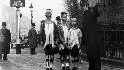 20世紀長頸族女人在倫敦:當傳統變成一種商業
