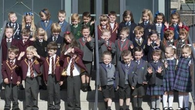 今年新生有19對雙胞胎..英國這所小學老師臉都綠了