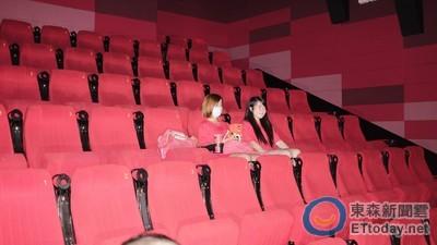 女觀眾中元節2刷《屍憶》 陪「好兄弟」觀影:好可怕