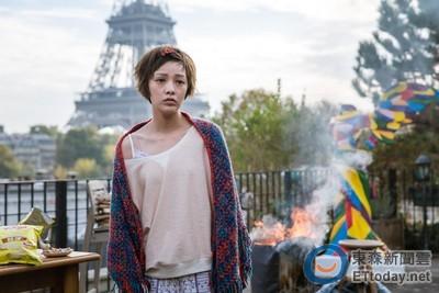 郭采潔在《巴黎假期》扮醜 自招「私底下也是女神經」