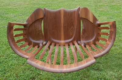 老爹親製奇特造型搖椅,背後原因注入了愛與耐心