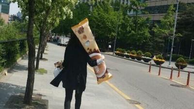 這真的不是抱枕!而是中獎得到的咖啡300包