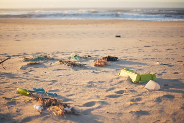 ▼海灘常常可以看見各種垃圾。(圖/達志示意圖)