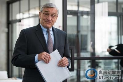 勞勃狄尼洛在《高年級實習生》眨眼 成72歲最萌工讀生