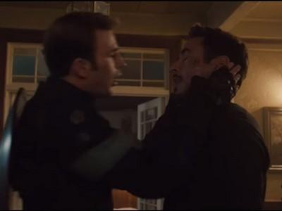 美國隊長1個MOVE捧臉強吻鋼鐵人 小勞勃道尼伸舌回應