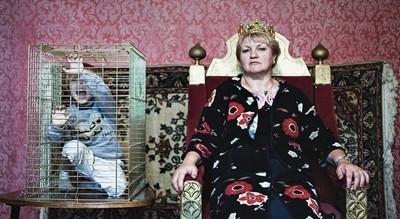 媽,我恨妳!俄攝影師控訴母愛令人窒息