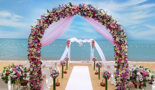 精緻的婚禮,比起陌生人充斥的宴席更溫馨。(圖/翻攝自網路)
