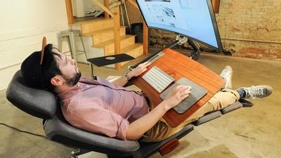 懶人的極致,動動手指就能躺著玩電腦不再是夢想!