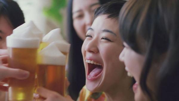 アルコールCMの「ゴクゴク音」が不快規制!その背景に迫る!