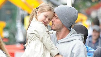 貼心女兒每天倒水給爸喝,知道真相後崩潰啦