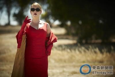 凱特溫絲蕾出道21年 《惡女訂製服》第一次叼菸使壞