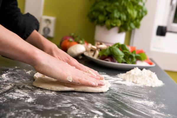 家庭主婦,打掃,煮飯,烘焙,揉麵,烤麵包,料理,老婆,媽媽,妻子,結婚,生活。(圖/達志示意圖)
