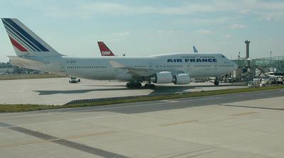 巴黎恐攻 法戴高樂機場繼續開放、航空鐵路正常運行