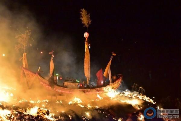 琉球燒王船(圖/屏縣府提供)