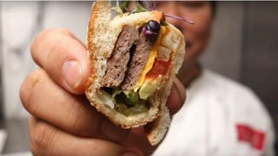 主廚挑戰「大麥克壽司」,成品很美但我比較想直接吃