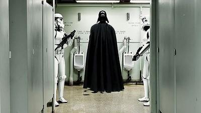 超級英雄的日常,原來黑武士也要上廁所