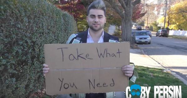 免費拿「需要」的錢 街友撕2張「剩下給需幫助的人」