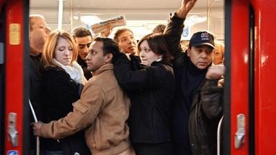捷運碰到8種討厭鬼 衝刺硬擠車門是怎樣(ˋ皿ˊ)