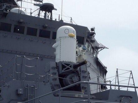 日本海自艦艇上有個人影...那不是伊莉莎白嗎?!