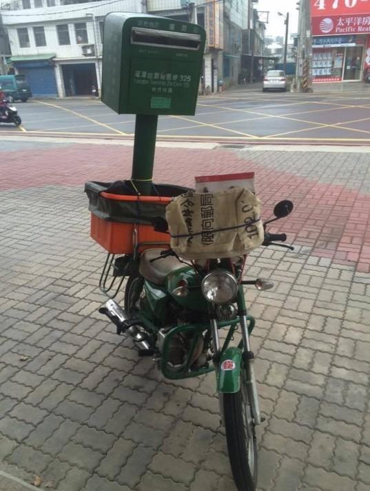 龍潭驚見這款「行動郵局」 網友狂笑:寄信要追郵差跑