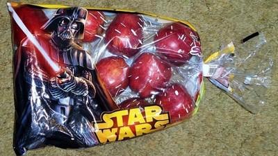 商品包裝狂搭星戰熱,願原力與這袋蘋果同在…有事嗎!