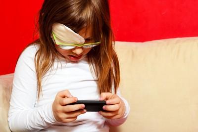 未滿2歲小孩勿看螢幕 兒童護眼一定要懂的3方法