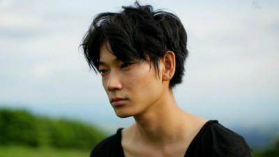 日本最新流行「死魚眼男」 眼神死的危險誘惑?!