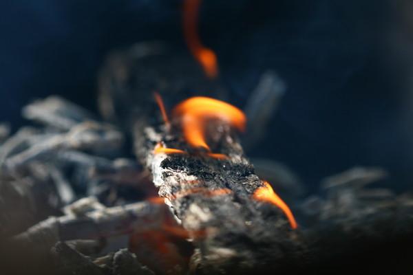 燒炭/自殺。(圖/達志影像/示意圖)
