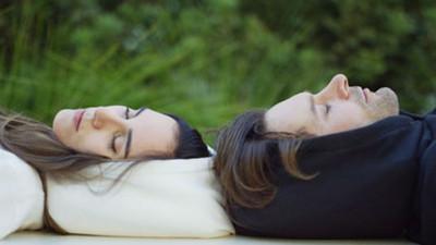 到哪都能好眠「充氣帽T」,恥力夠世界就是你的床