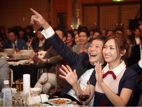 ▲紗榮子認愛身價569億社長男友,2人公開曬恩愛閃瞎眾人。(圖/翻攝自紗榮子、前澤友作Instagram)