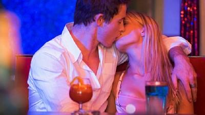 一晚吻3個人是低標,26個你不知道的夜店冷知識