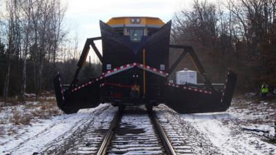 對抗帝王級暴風雪!鐵道黑武士一出手「秒鏟雪」