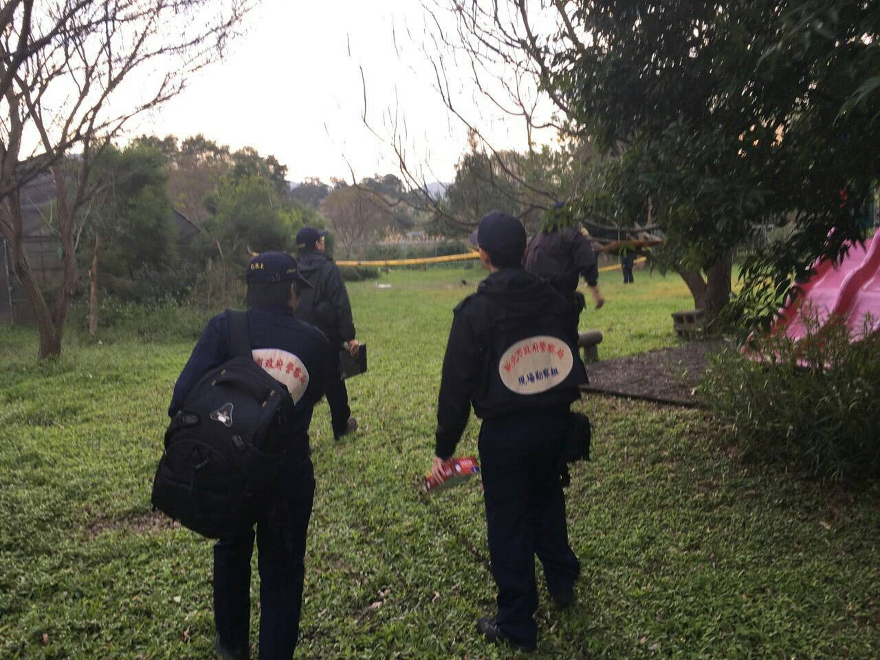 新北土城和平路軍方彈藥庫區內,27日發生安親班師生野炊意外爆炸,造成2師生受傷。(圖/記者孫曜樟翻攝)