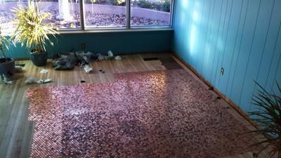 地上$$快撿!金光閃閃的地板黏著4萬個硬幣~